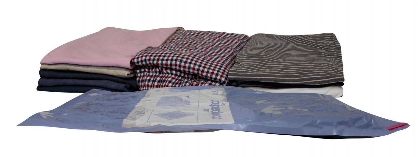 Travel Vacuum Bags Reduce The Bulk Of Clothes In Suitcases